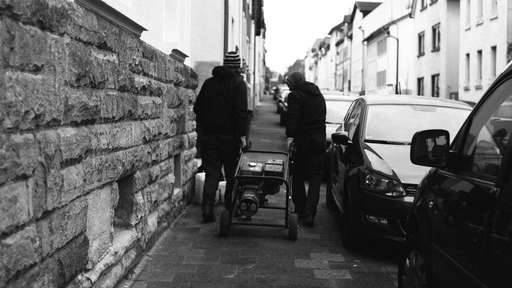 Enrico und Jogi holen den Generator